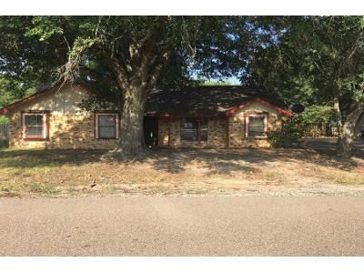 3 Bed 2 Bath Foreclosure Property in Fairfield, TX 75840 - Talford St