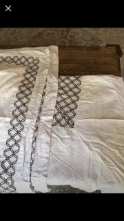 Queen duvet set w/ shams