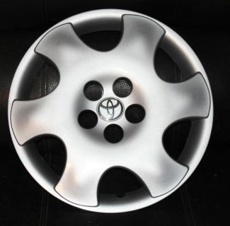 """Buy TOYOTA COROLLA CE HUBCAP ONE USED 15 """" HUBCAPS wheel covers 2003 TO 04 motorcycle in Port Richey, Florida, US, for US $39.96"""