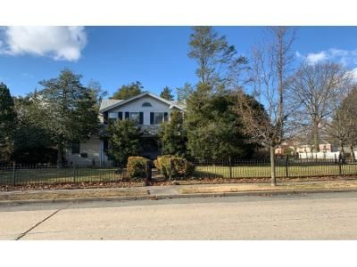 3.5 Bath Preforeclosure Property in Freeport, NY 11520 - Pennsylvania Ave