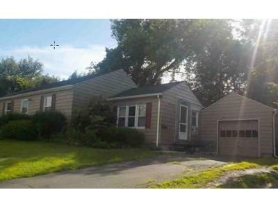 2 Bed 1 Bath Foreclosure Property in Westfield, MA 01085 - Noble Ave