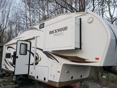 2012 Forest River Rockwood Signature Ultra Lite 8280WS
