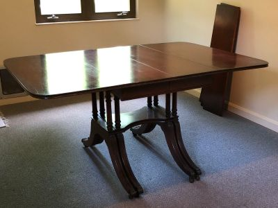 Traditional drip-leaf dining table