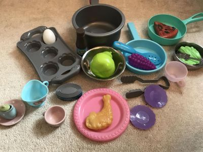 Play dishes/food