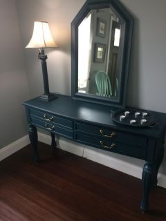 Nice entry table with FREE mirror and lamp
