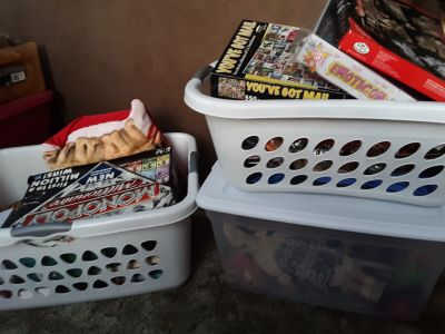 1TOTE AND 2BASKETS FILLED WITH STUFF