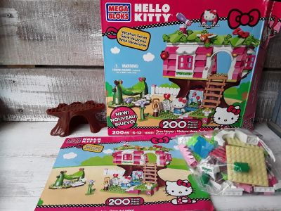 """Hello kitty vacation series """"tree house"""" mega Blocks small and compared to legos 202 pieces"""