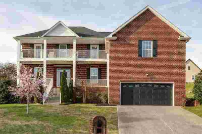 504 Largo Vista Dr LEBANON, Price To Sell! This remarkable 4