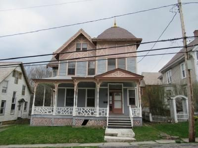 5 Bed 1.5 Bath Foreclosure Property in Hoosick Falls, NY 12090 - Abbott St