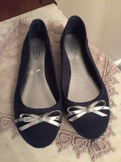 Black womens size 7 flat with silver bow. In nice condition.