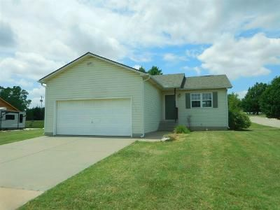 3 Bed 2 Bath Foreclosure Property in Winfield, KS 67156 - Osage Ct