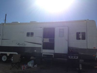 2013 36ft 2 bedroom 2 slide outs Monte Carlo travel trailer
