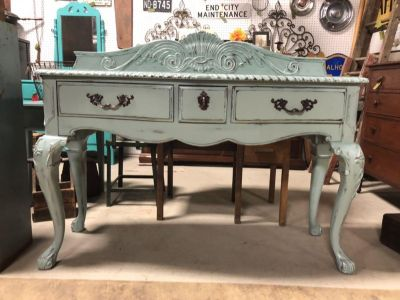 Entryway table /console/buffet