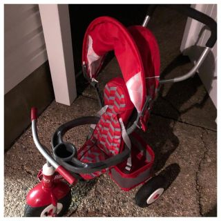 RadioFlyer Infant Trike Perfect for Mommy/Daddy/Nanny walks and strolls. This is for children ages 9-18 months.