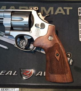 For Sale: SMITH & WESSON N FRAME ROUND BUTT FACTORY CHECKERED TARGET GRIPS - NEW