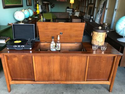 Mid Century Modern Vintage Stereo Console Credenza