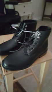 Mens new size 10 boots
