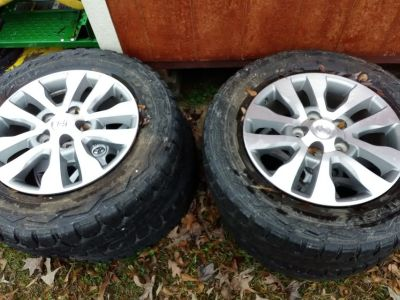 Lt275/65r20 126/1230 10 p, r stock Toyota rims an tires