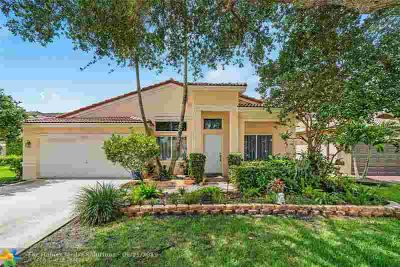 10804 SW 17th Pl DAVIE Three BR, Nestled deep within a beautiful