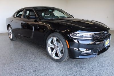 2018 Dodge Charger SXT (Pitch Black Clearcoat)