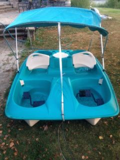5 Person Paddle Boat with Canopy
