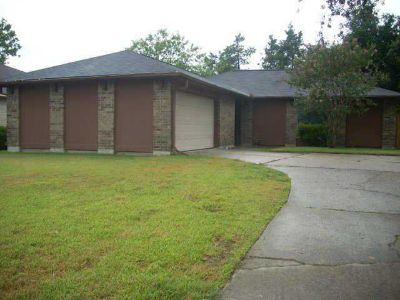 323 Meadow Wood Court LEAGUE CITY Three BR, well cared for home