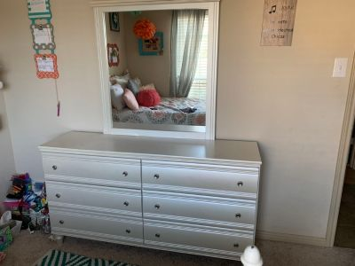Pearl white 6 drawer dresser and mirror!!