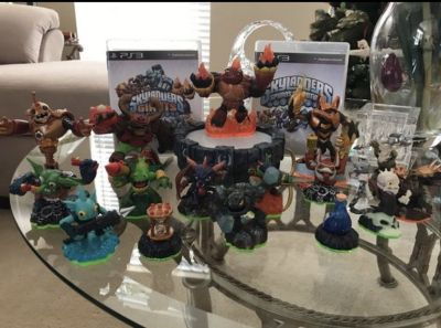 SKYLANDERS PS3 with 2 games and Characters