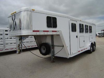 $14,000, 2005 Featherlite 3 Horse GN