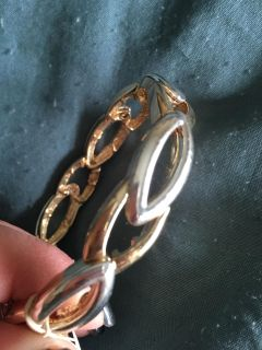 New with tags 2 tone stretch bracelet. Silver n gold. Was gift. Unworn.