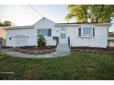 4 Bed 1 Bath Foreclosure Property in Lindenhurst, NY 11757 - Farmers Ave
