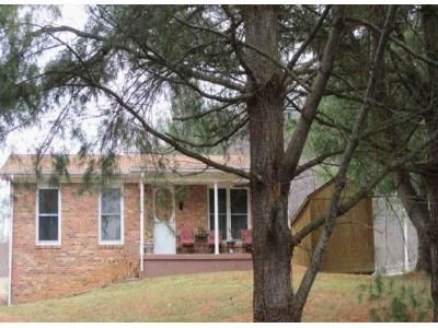 3 Bed 1.5 Bath Foreclosure Property in Chilhowie, VA 24319 - Saint Clairs Creek Rd