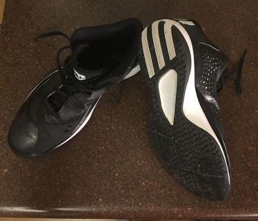 Adidas men s sz 9 1/2 Basketball shoes in great condition