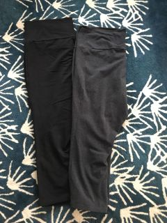 Maternity old navy active capris Black and gray L