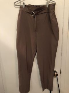 Brand new pants in style size L paid 50$
