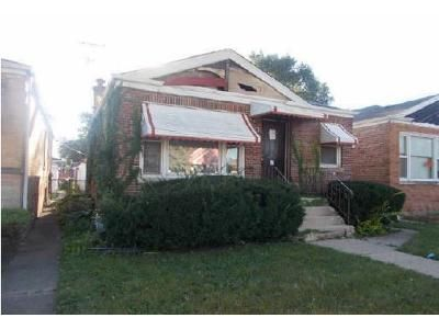 3 Bed 1 Bath Foreclosure Property in Riverdale, IL 60827 - S Emerald Ave