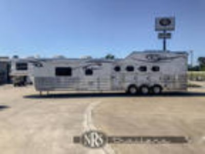 4 Horse 17 6 Outlaw Conversions Living Quarters Trailer with Side LoadCimarron