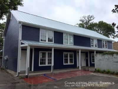 2 Bedroom 1.5 Bath Townhouse Downtown