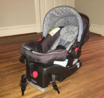 Graco SnugRide 30LX with Click Connect Base