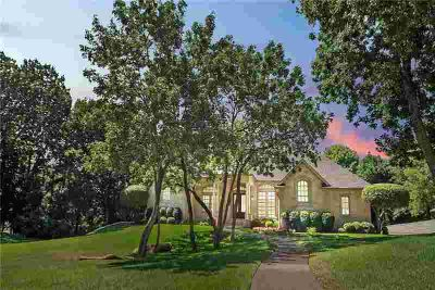 4 Hillview Court Lake Dallas Four BR, Luxury custom LAKEFRONT