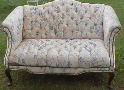 LOVE SEAT LOVELY FLORAL DESIGN