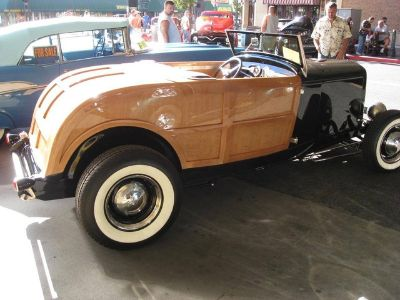 1932 Ford Woody Roadster (Black and Wood)