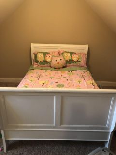 Youth Broyhill full size Bedroom suite w/box springs, mattress, and bedding $300