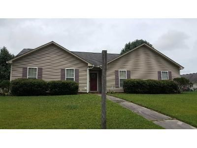 3 Bed 2 Bath Preforeclosure Property in Ayden, NC 28513 - Countryaire Dr