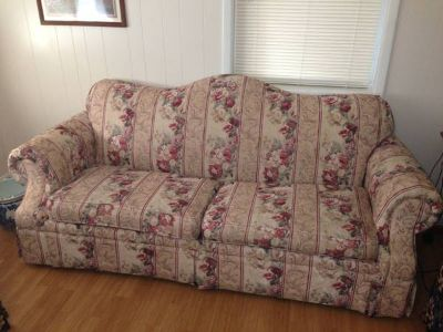 Couch - Floral Pattern - Very Good Condition