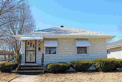 2622 26th Ave Kenosha, You must see this charming ranch home