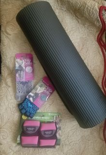 New Yoga Mat, Yoga Gloves, Yoga Socks and Wrist/Ankle Weights being sold as 1lot