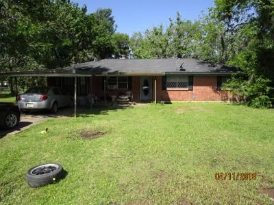 3 Bed 1 Bath Foreclosure Property in Brazoria, TX 77422 - Ave I