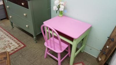 Adorable childrens desk and chair