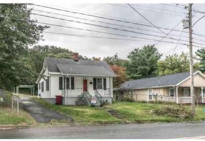 905 East Main Johnson City Three BR, Cute Cottage Style Home near